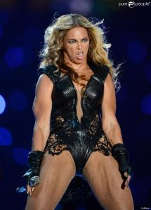 1046598-singer-beyonce-performs-during-the-950x0-2